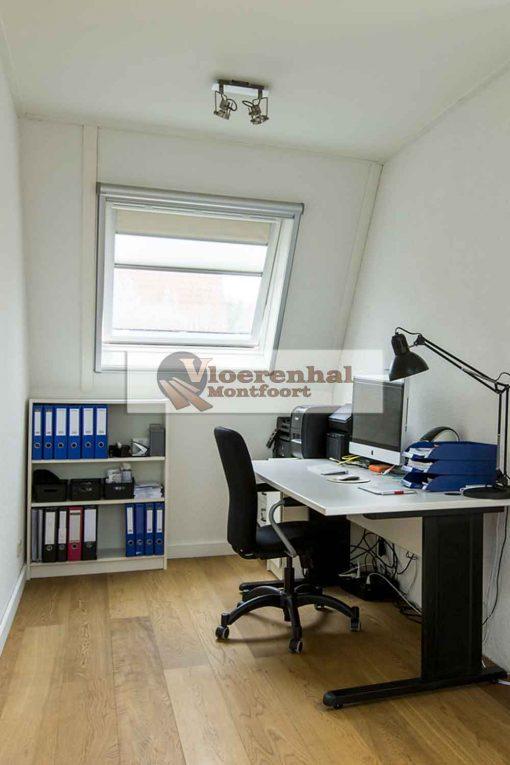 Vloerenhal Montfoort houten vloer op werkplek