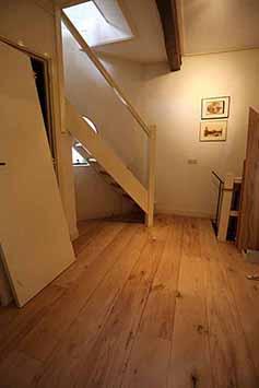 Vloerenhal Montfoort houten vloer op de gang